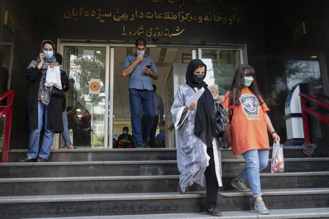 Devant la pharmacie centrale Sizdah-e Aban, à Téhéran, le 22 juin 2021.