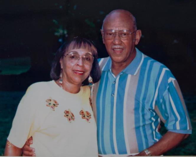 Waverly Woodson et sa femme Joann, vers 1994, époque à laquelle il a reçu la médaille commémorative décernée par la France.