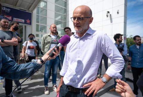 21 juin 2021. Europe 1. Olivier Samain, délégué SNJ. A l'issue de l'assemblée générale les journalistes ont reconduit la grève pour défendre leur indépendance.