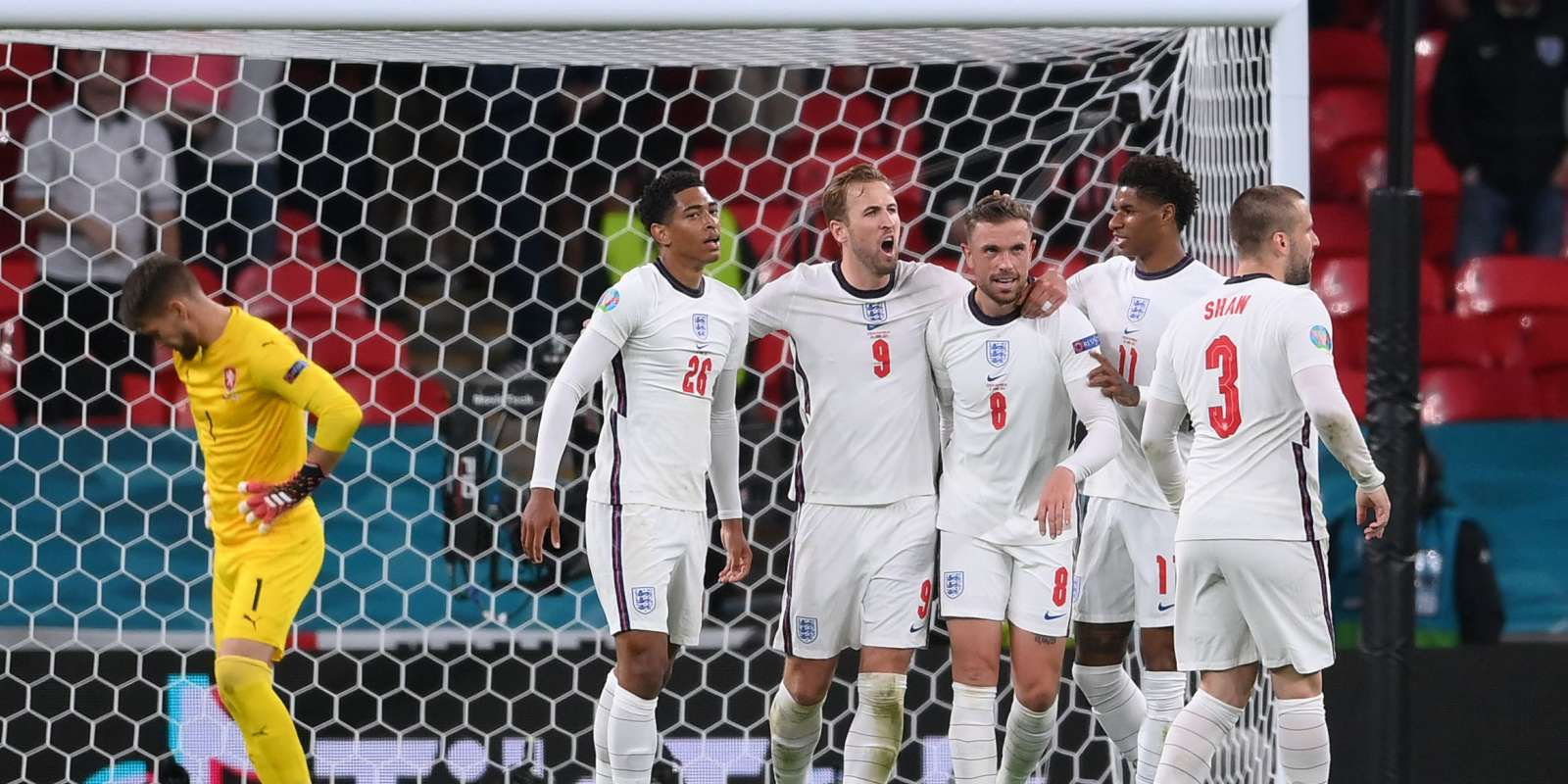 England's midfielder Jordan Henderson (C) celebrates scoring with his team-mates beofre the goal was called offside during the UEFA EURO 2020 Group D football match between Czech Republic and England at Wembley Stadium in London on June 22, 2021. / AFP / POOL / Laurence Griffiths