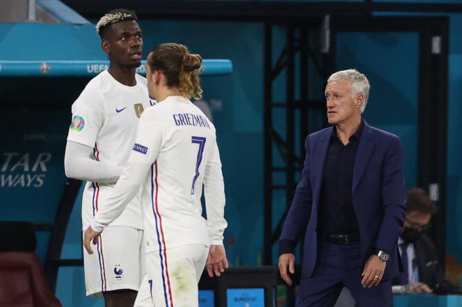 Paul Pogba, Antoine Griezmann et Didier Deschamps, lors de France-Portugal, le 23juin, à Budapest.