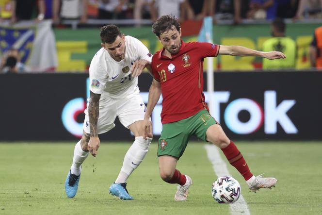 Lucas Hernández contra Bernardo Silva, durante el encuentro Francia-Portugal en la fase de grupos de la Eurocopa 2021, el 23 de junio, en Budapest.