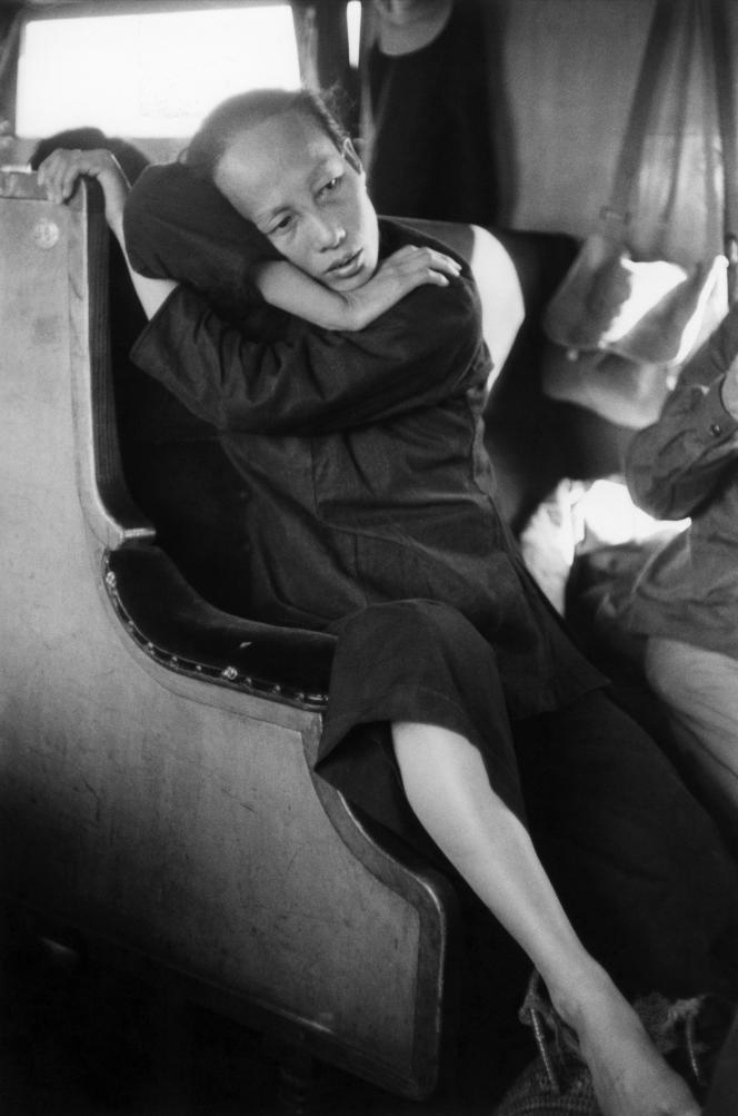 «Paysanne dans le train». Chine, 1957.