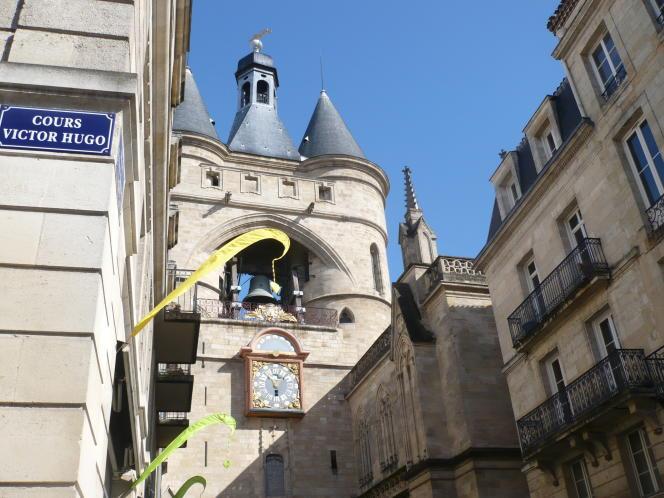 La Grosse Cloche de Bordeaux, beffroi de l'ancien hôtel de ville, est l'un des monuments-phares de la cité.