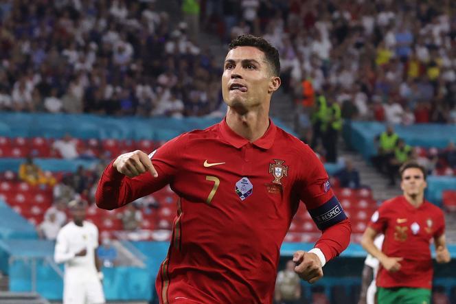 Cristiano Ronaldo também marcou dois gols contra o Blues.