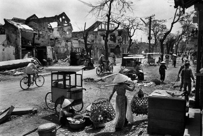 «L'Ancienne Ville impériale de Hué après le bombardement de mai 1968». Vietnam du Sud, 1968.
