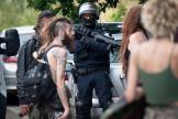 Des policiers évacuent les participants d'une rave party illégale organisée dans un champ, à Redon (Ille-et-Vilaine), le 19 juin 2021.