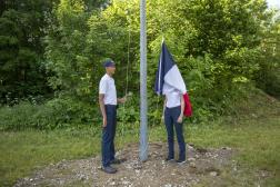 Levé du drapeau pour les jeunes volontaires de la compagnie Blanchard, sur le site d'Aillon-le-Jeune (Savoie).