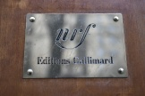 La plaque des éditions Gallimard, à Paris.