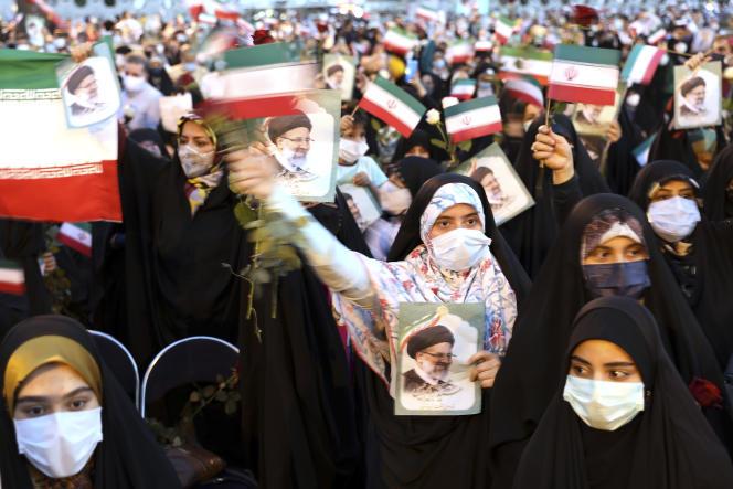 Des partisans du président élu, Ebrahim Raïssi, célèbrent sa victoire, à Téhéran, le 19 juin 2021.