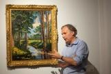 Jean-Paul Engelen, vice-président de Phillips, devant«The Moat, Breccles», peinture de Winston Churchill, le 18 juin 2021 à New York.