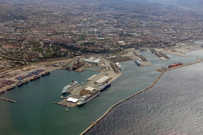 Le port commercial de Marseille, en mai 2016.