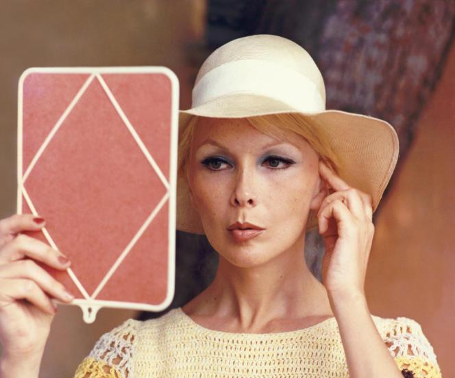 Marie-Pierre Pruvot, alias Bambi, fit dès 1954 une carrière remarquée au cabaret Le Carrousel de Paris.