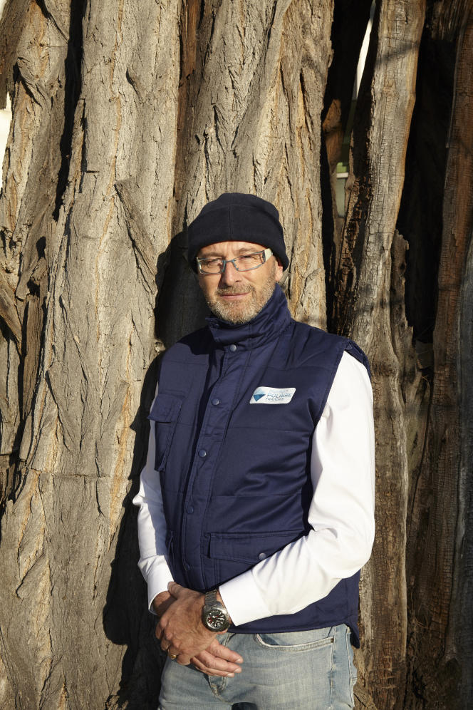 Jerome Chapelas è fotografato nel giardino del Centro nazionale per la ricerca scientifica (CNRS), a Parigi, il 27 febbraio 2019.