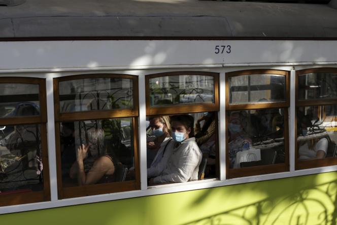 A Lisbonne, le 4 juin 2021. La Grande-Bretagne a déclaré jeudi qu'elle retirait le Portugal de sa liste de destinations de voyage sûres en raison de l'épidémie de Covid-19.