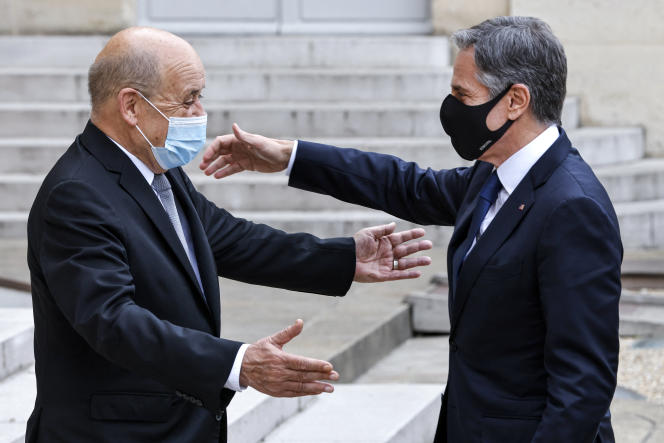 Le ministre des affaires étrangères, Jean-Yves Le Drian, et le secrétaire d'Etat américain, Antony Blinken (à droite sur la photo), vendredi 25juin 2021 à l'Elysée.