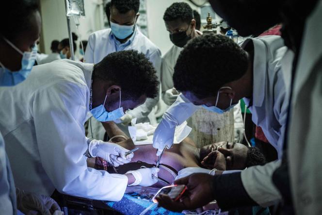 A l'hôpital Ayder de Mekele, la capitale de la région du Tigré, en Ethiopie, le 23 juin 2021, au lendemain de la frappe aérienne meurtrière sur un marché de Togola.