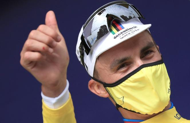 Julian Alaphilippe (Deceuninck-Quick Step) en jaune au terme de la première étape, courue entreBrest et Landerneau (Finistère), le 26 juin 2021.
