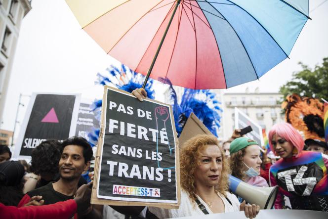 Des participants à la Marche annuelle des fiertés,à Pantin (Seine-Saint-Denis), le 26 juin 2021.