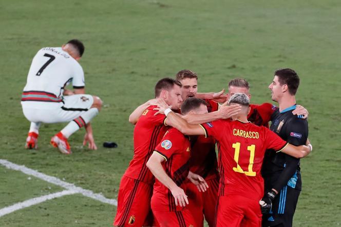 A Bélgica comemora sua vitória sobre Portugal nas oitavas de final da Euro, em 27 de junho de 2021, em Sevilha.