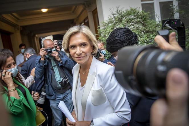 La présidente sortante du conseil régional d'Île-de-France Valérie Pécresse après les premières estimations de vote du 2e tour des élections régionales, à son QG de campagne à Paris, dimanche 27 juin 2021.