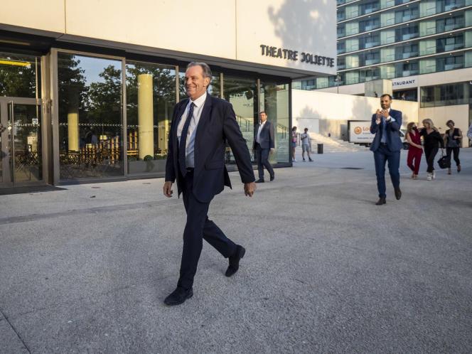 Renaud Muselier arrive à son QG après l'annonce des résultats provisoires du second tour des élections départementales et régionales, à Marseille, le 27 juin 2021.