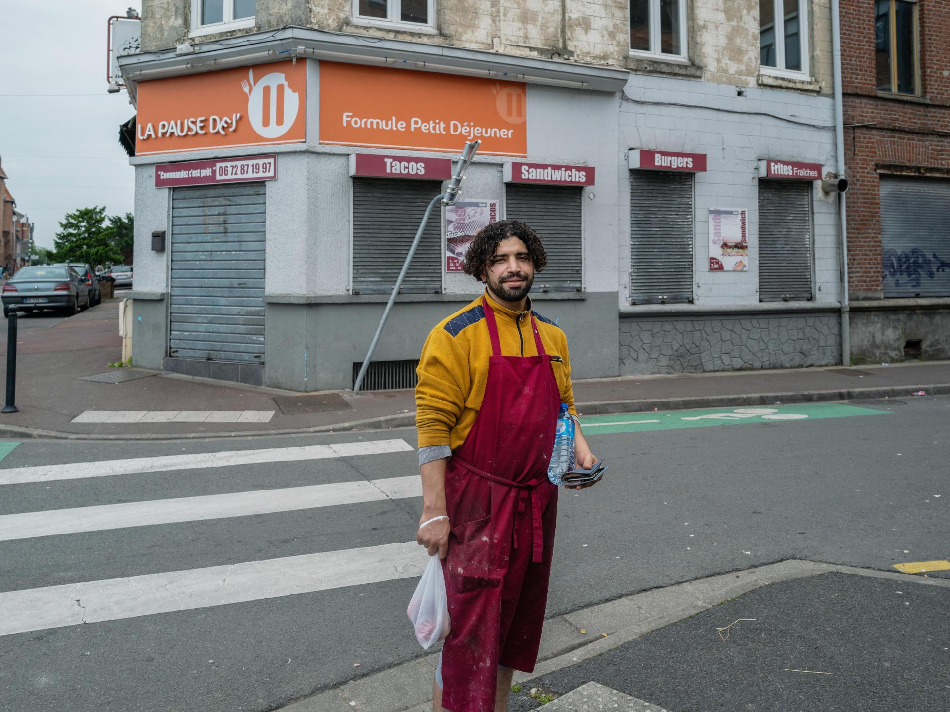 Fares, 33 ans, en attente de ses papiers, n'a pas pu aller voter.Roubaix, le 27 juin.