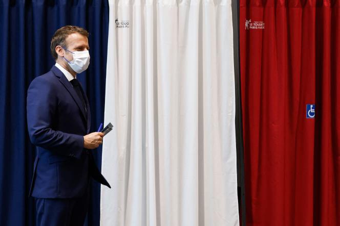 Emmanuel Macron, lors de son vote au Touquet, dimanche 27 juin.