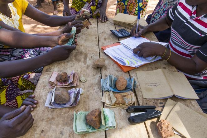 Remboursement de prêts de microfinance, au nord du Togo, en 2018.