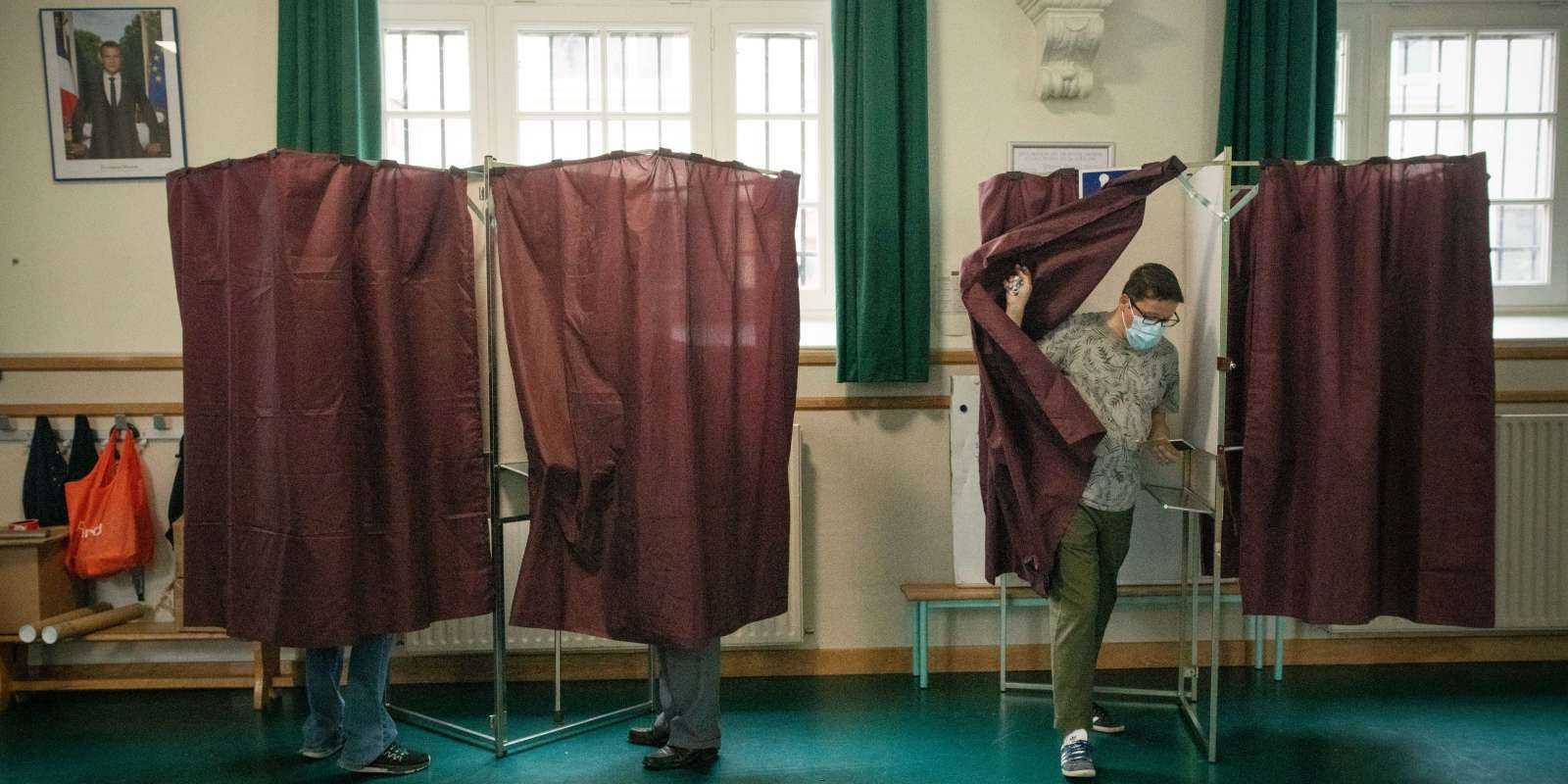 Bureau de vote de l'école élémentaire Louis Blanc à Paris, le 27 juin 2021.
