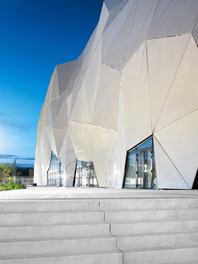 La façade extérieure du Cineum, le 23 juin, à Cannes.