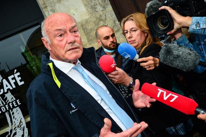 Alain Rousset, devant son QG de campagne à Bordeaux, le 27 juin 2021, après le deuxième tour des élections régionales.