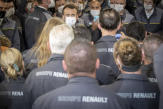 Avant 2022, Emmanuel Macron veut mettre en scène la réindustrialisation de la France