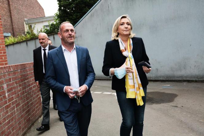 Henin Beaumont le 27 juin 2021, 2eme tour des élections régionales. Départ de Marine Le Pen après son Vote au bureau de vote Jean Jacques Rousseau.