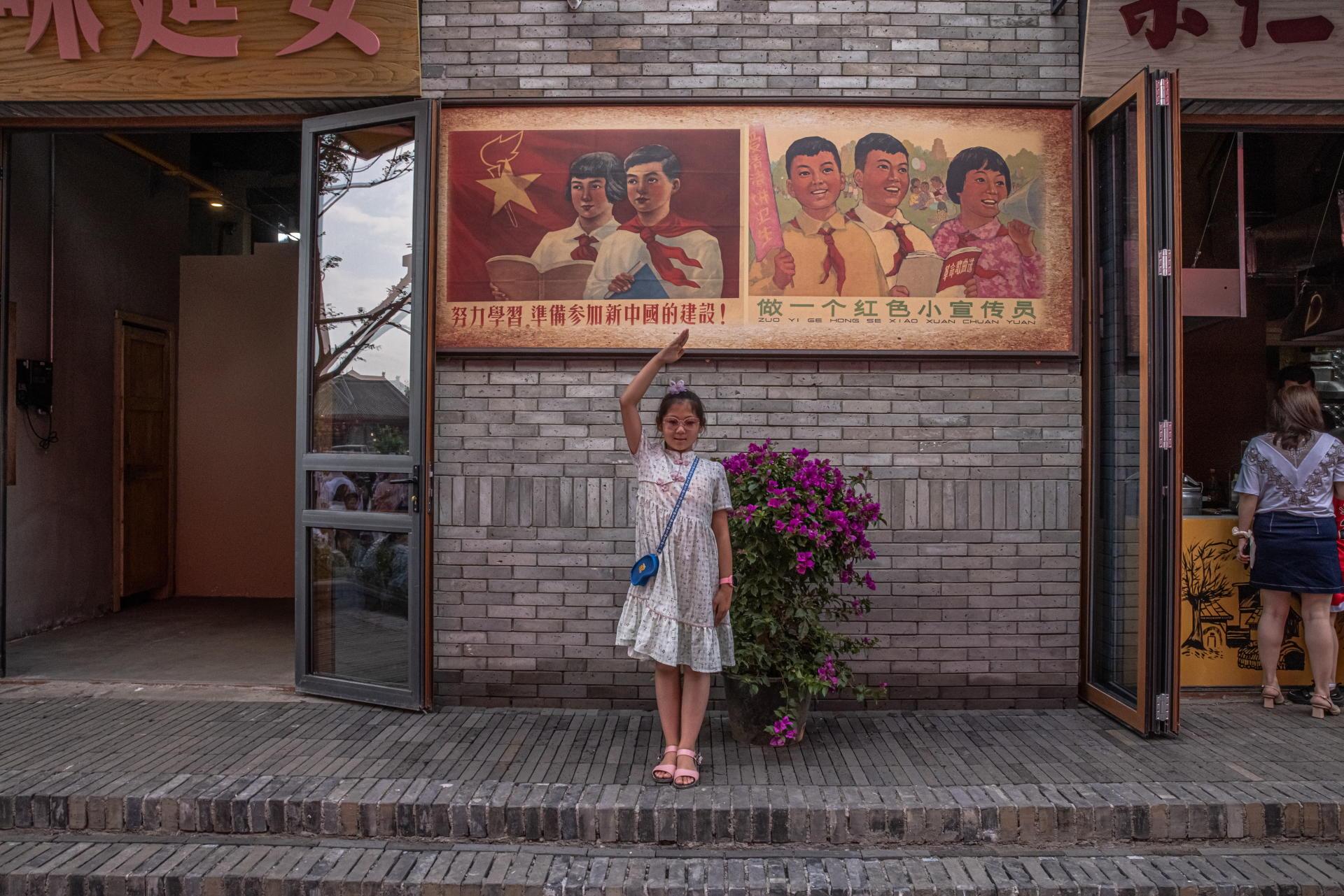 Inauguration d'une ruepiétonne, à Yan'an (province du Shaanxi) en Chine, le 12 juin 2021.Cette ville, berceau révolutionnaire du Parti communiste chinois, est devenue l'un des hauts lieux du «tourisme rouge.»