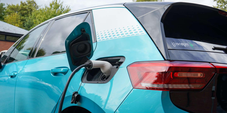 « La fin des véhicules essence et diesel ne saurait se traduire par le remplacement d'un monopole énergétique par un autre »