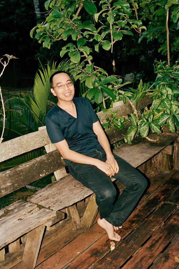 Apichatpong Weerasethakul chez lui, à Chiang Mai, en Thaïlande, en octobre 2012.