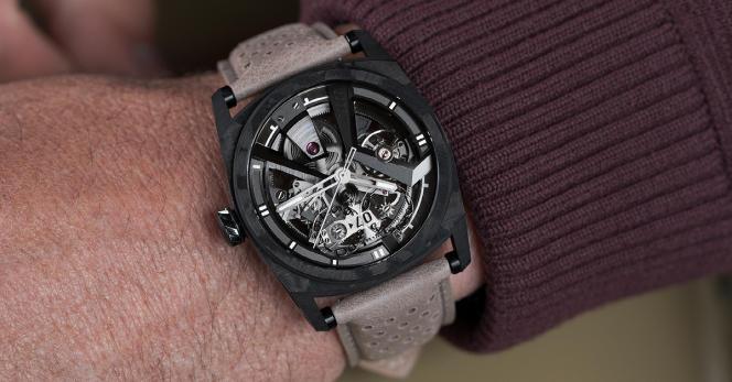 X41 AeroCarbon Noir, bracelet taupe perforé