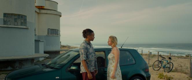Jean (Corentin Fila) et Esther (Tallulah Cassavetti) dans« De l'or pour les chiens », d'Anna Cazenave Cambet.