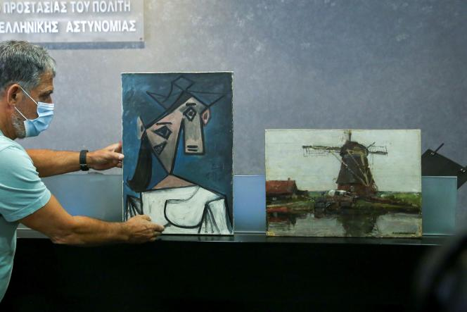 Les deux tableaux dérobés:la toile de Picasso intitulée«Tête de femme» (1939), et celle dePiet Mondrian,le«Moulin» (1905).