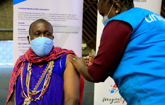 A Kenyan tourist guide receives an AstraZeneca vaccine injection in Nairobi on April 27, 2021.