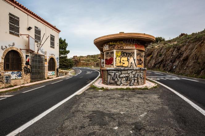 Poste frontière abandonné à la frontière franco-espagnole, entre Port-Bou et Cerbère, en janvier 2021.