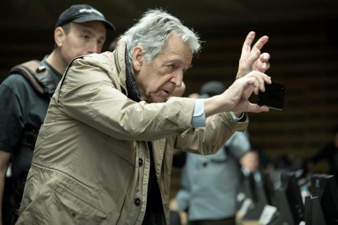 Le réalisateur Costa-Gavras sur le tournage de son film« Adults in the Room», en 2019.