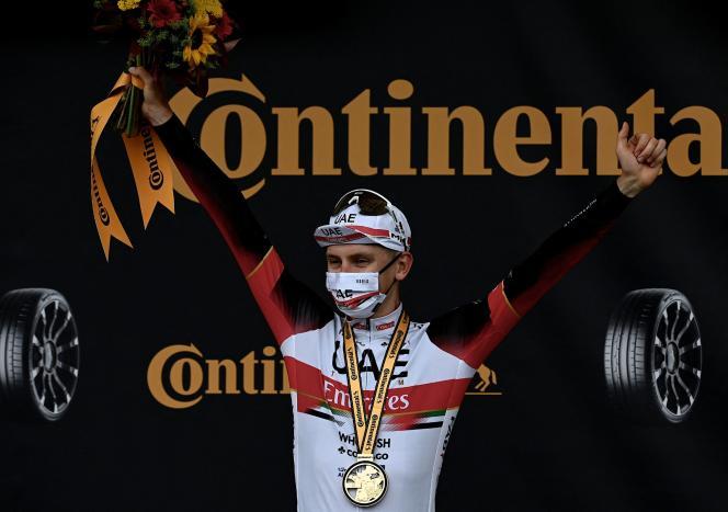Tadej Pogacar (UAE Emirates), après sa victoire lors de la cinquième étape du Tour de France, un contre-la-montre entre Changé et Laval (Mayenne), le 30 juin 2021.
