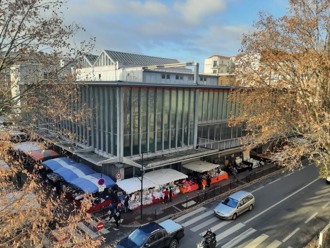 La Maison du peuple et le marché de Lorraine, à Clichy-la-Garenne (Hauts-de-Seine), en octobre 2020.