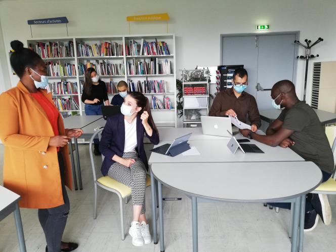 Des étudiants de la la coopérative étudiante de Paris-VIII, Coop en 8, en juin2021.