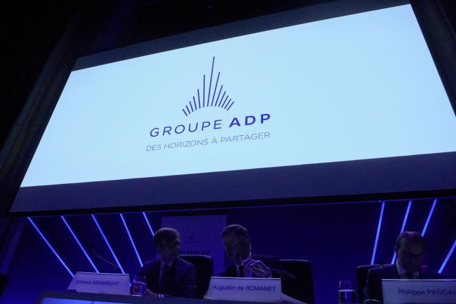 Le logo du Groupe ADP affiché lors de l'assemblée générale du groupe à Paris, le 20 mai 2019.