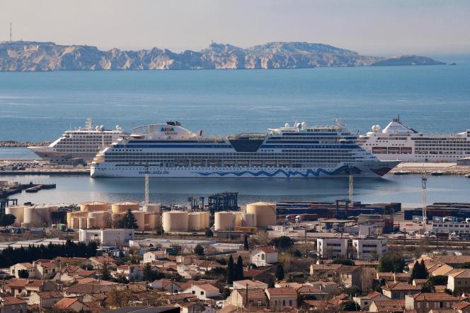 Un paquebot, dans le port de Marseille, le 23 mars 2021.