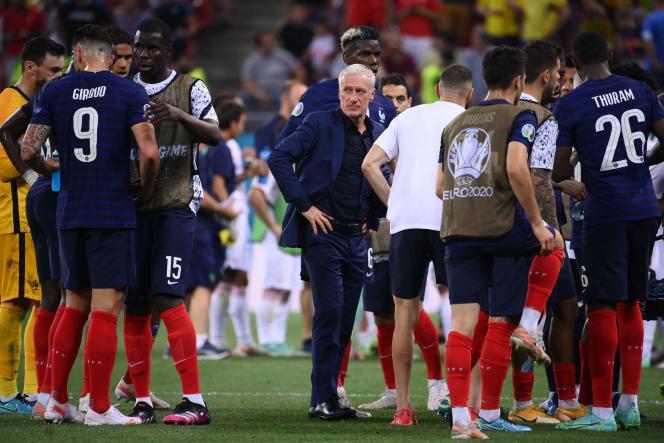 Didier Deschamps s'adresse à ses joueurs lors des huitièmes de finale de l'Euro 2021 entre la France et la Suisse à la National Arena de Bucarest le 28 juin.