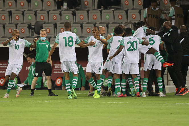 Les joueurs comoriens célèbrent un but lors d'un match contre la Palestine, à Doha, le 24juin 2021.